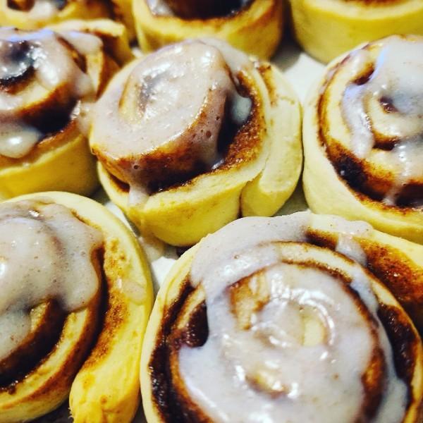 Cinnamon Roll (Roulé à la cannelle  comme chez Starbuck, mais 2 fois moins de sucre)